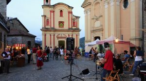 Dorpsfeestje in Mombaldone, één van de mooiste dorpen van Italië