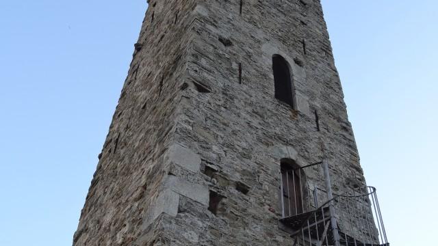 de middeleeuwse toren van Merana