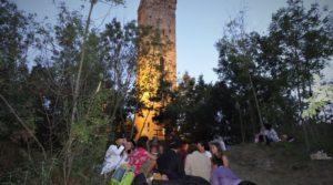 Magische momenten onder de Middeleeuwse toren van Merana.