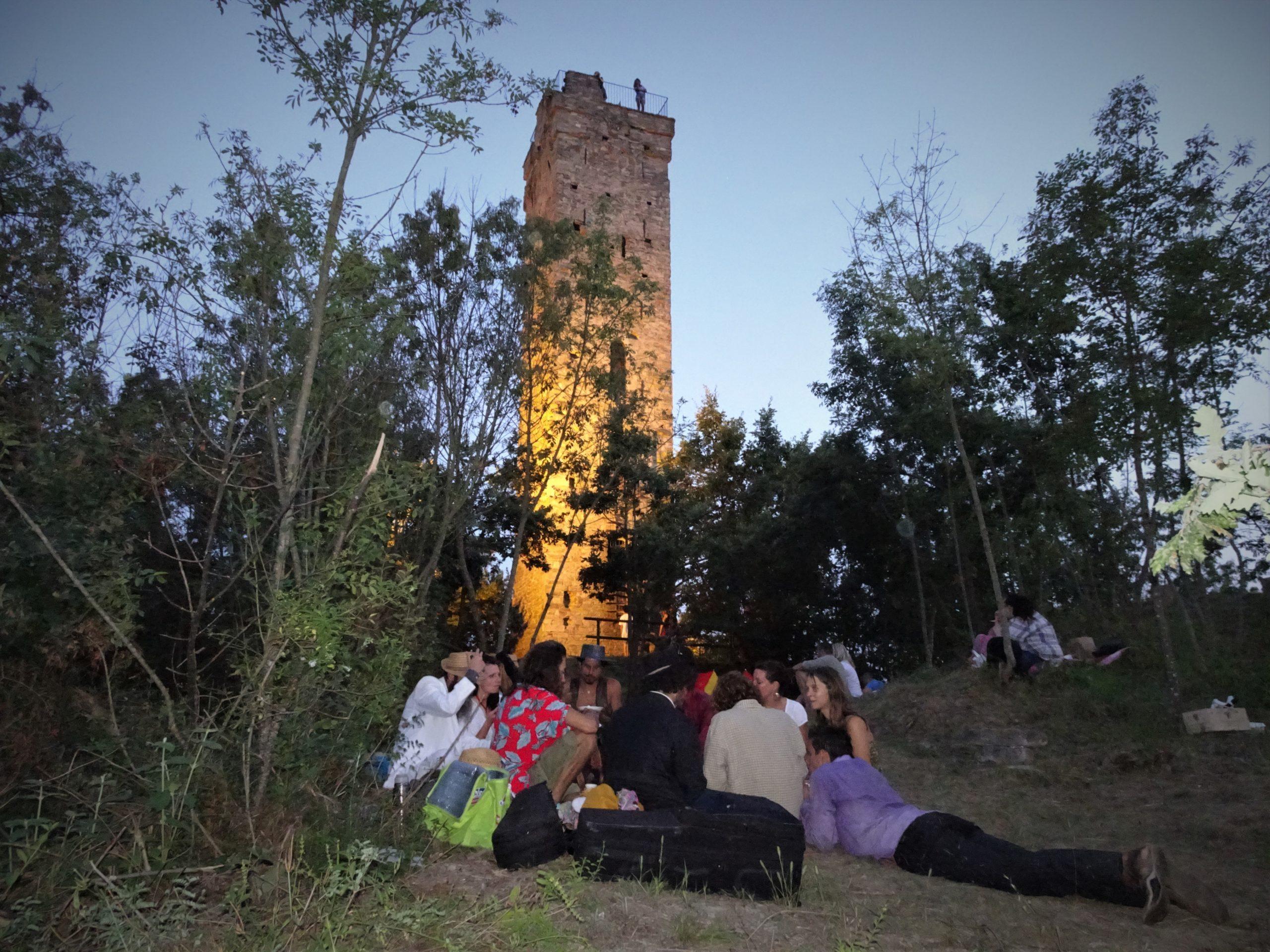 picnic aan de middeleeuwse toren